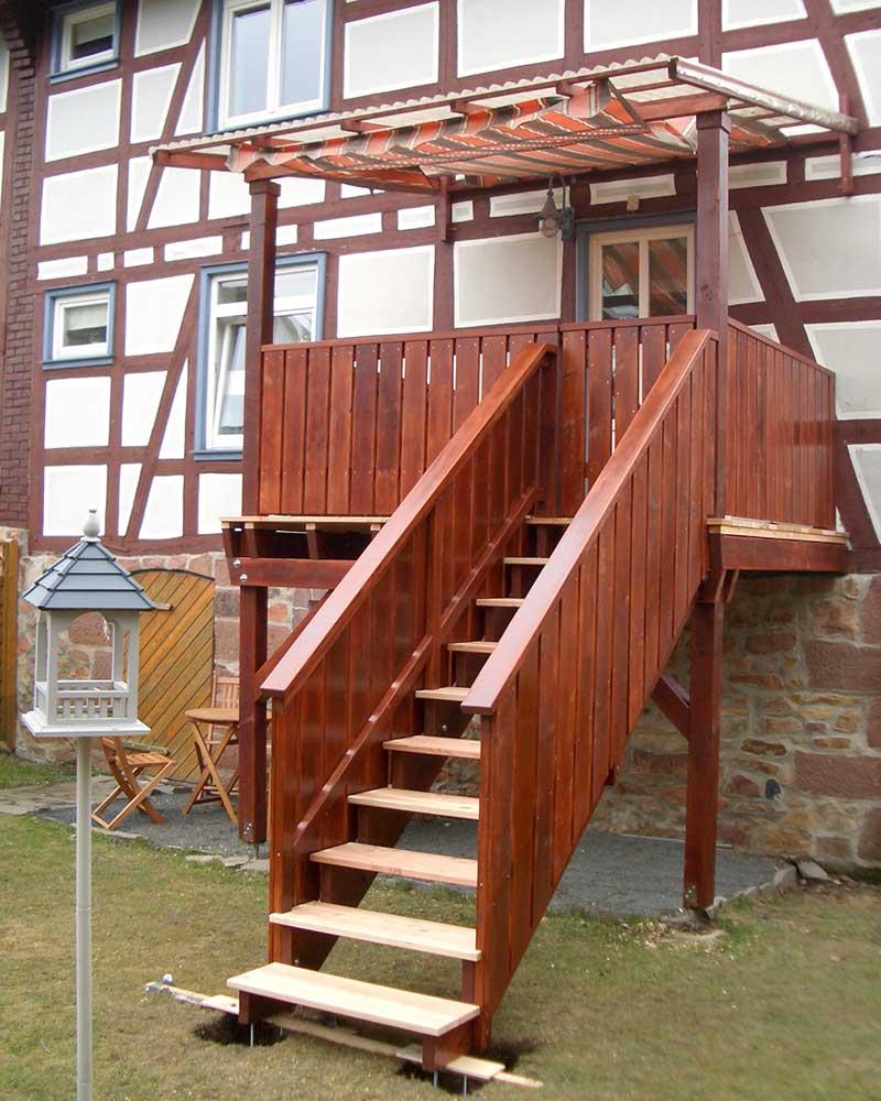 Balkon Treppenaufgang Holzbau Feuerfeil