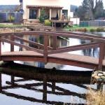 Holzbrücke Teich Holzbau Feuerfeil Heblos